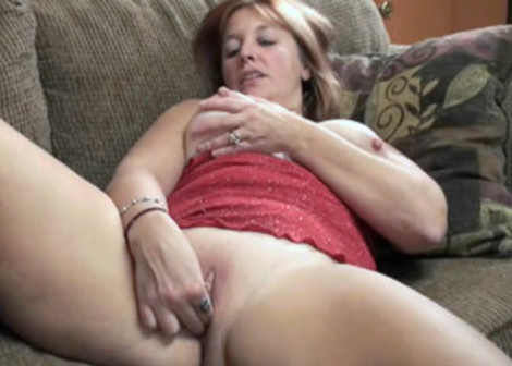 Mature Liisa plays with her wet pussy