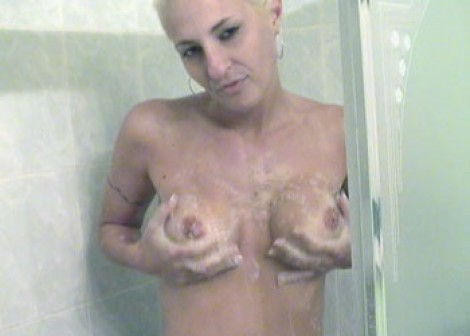 Angelina plays in the shower